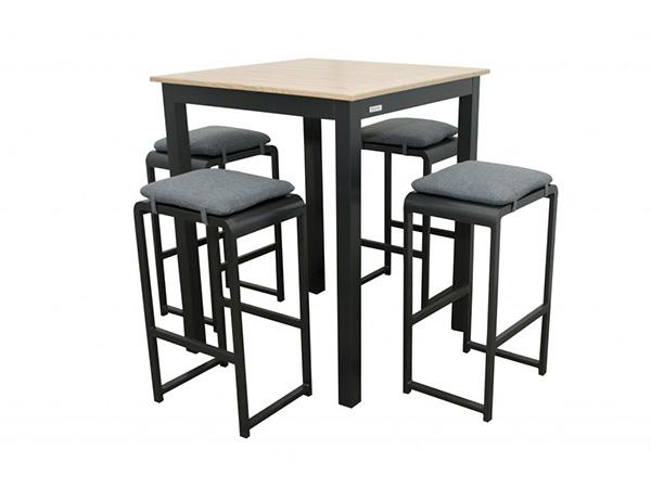 barovy-stolik-křesla