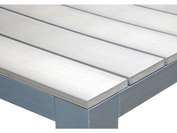 zahradni-stůl-dřevo-hlinik-2
